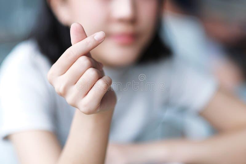 亚裔女孩做韩国标志手心脏 库存图片