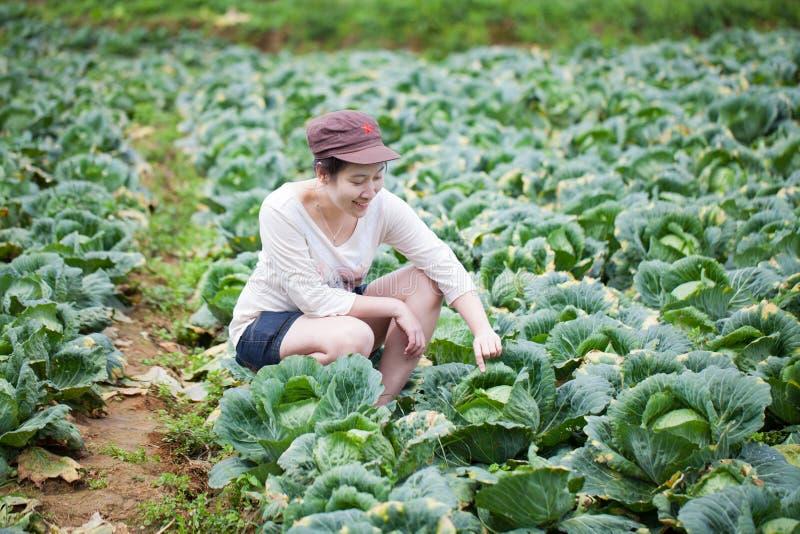 亚裔女孩农夫 免版税库存照片