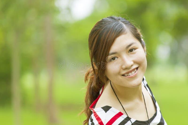 亚裔女孩愉快的微笑 库存照片
