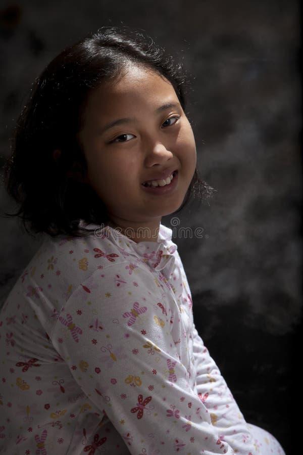 亚裔女孩的面孔有暴牙的微笑的面孔的 免版税库存图片