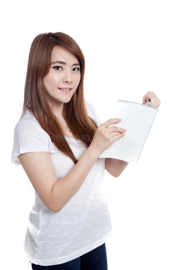 亚裔女孩读了书神色在照相机 免版税图库摄影