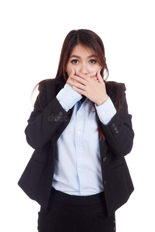 年轻亚裔女实业家冲击了并且关闭她的嘴 免版税库存照片