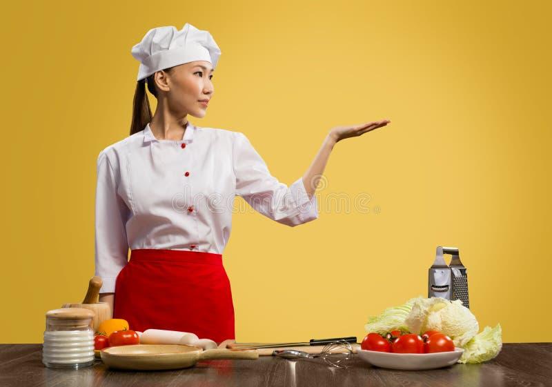 亚裔女性厨师 库存图片