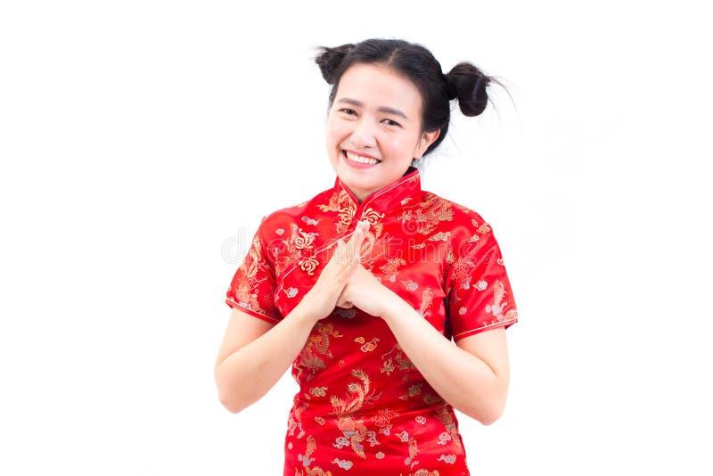 亚裔妇女佩带的汉语穿戴与cong姿态的cheongsam  图库摄影