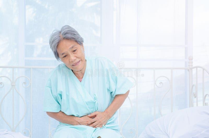 亚裔妇女对痛苦不满意 图库摄影
