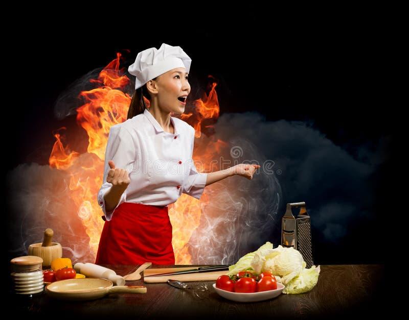 亚裔妇女愤怒的厨师,拼贴画 库存照片
