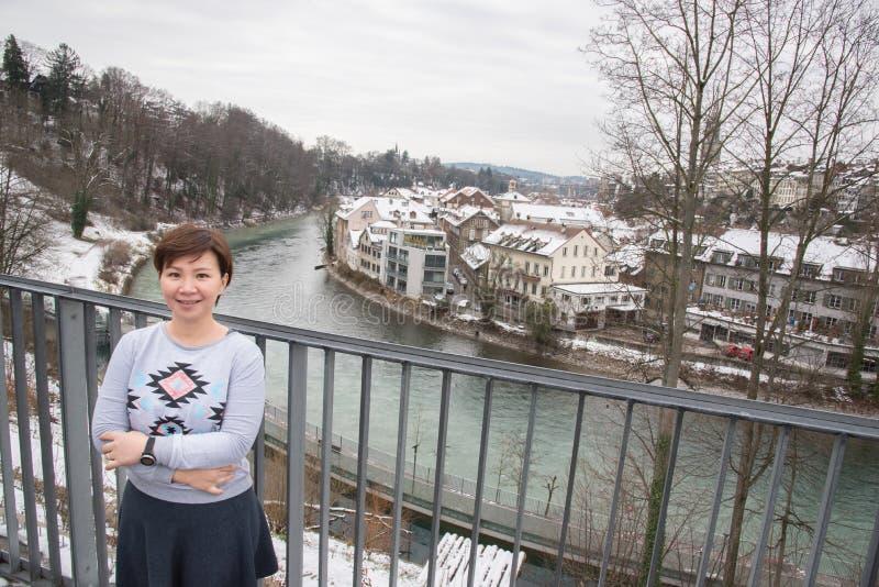 亚裔妇女旅行在冬天的,瑞士,欧洲 库存图片