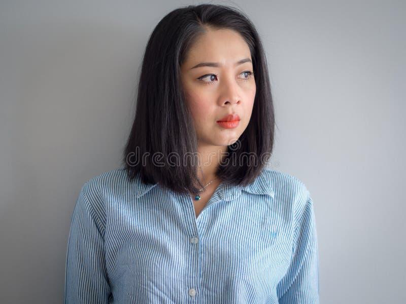 亚裔妇女顶头射击画象有大眼睛的 免版税图库摄影