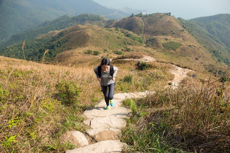 亚裔妇女去步行 库存图片