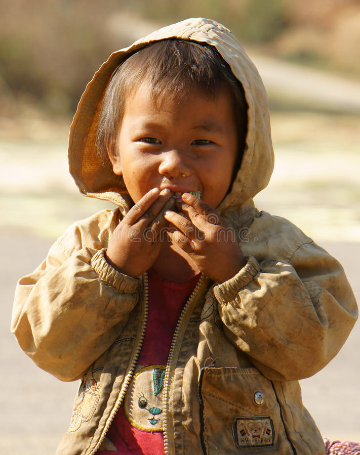 亚裔孩子,贫寒,肮脏的越南孩子 免版税库存照片