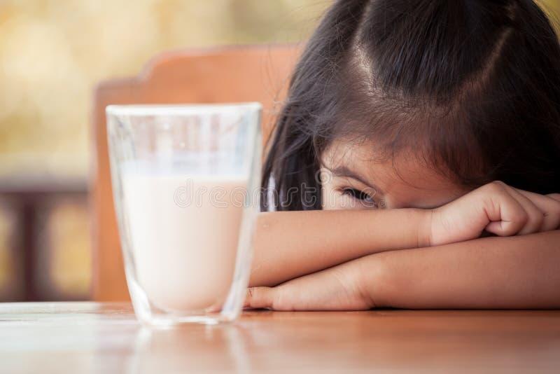钙, 迷住, 快乐, 子项, 童年, 特写镜头, 逗人喜爱, 牛奶店, 女儿