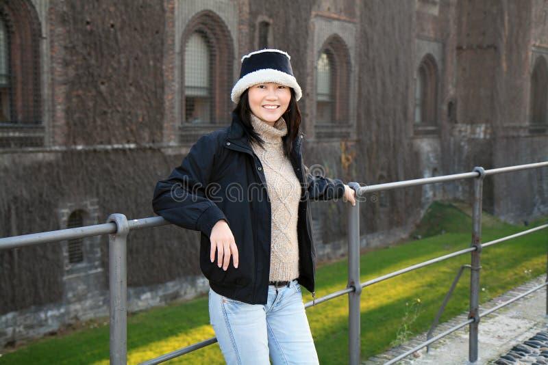 亚裔微笑的妇女 免版税图库摄影