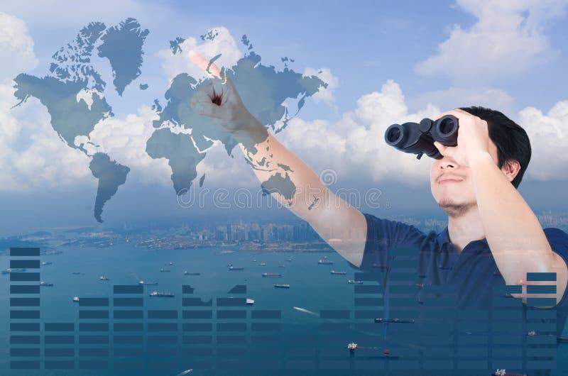 亚裔投资者两次曝光有双筒望远镜的 在从空中和财政图表的海景视图 免版税库存照片