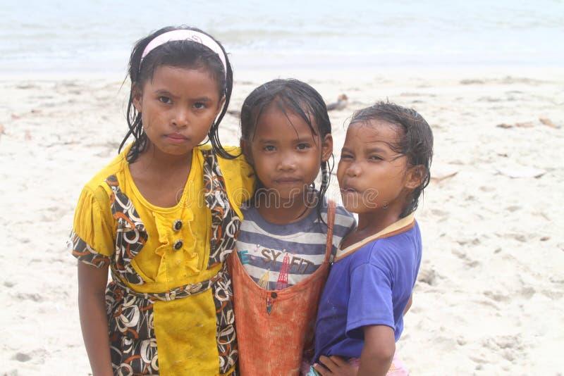 亚裔无家可归的贫穷孩子 免版税图库摄影