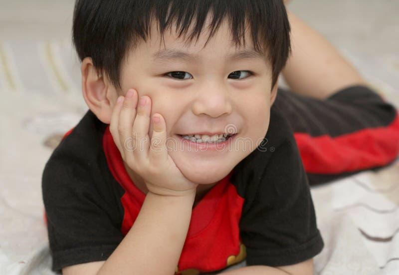 亚裔河床男孩愉快位于 图库摄影