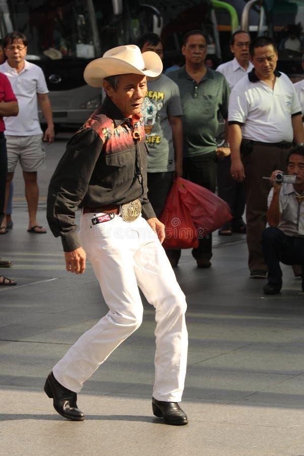 亚裔牛仔街道舞蹈家 免版税库存照片
