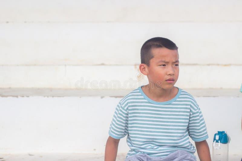 亚裔男孩坐体育场位子 库存图片