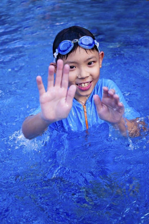 亚裔男孩游泳者 免版税库存图片