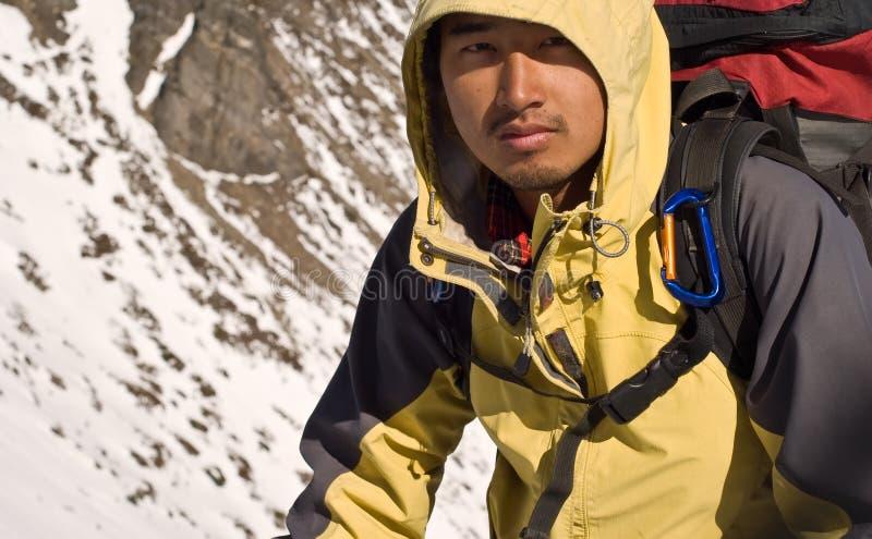 亚裔登山家 免版税库存照片