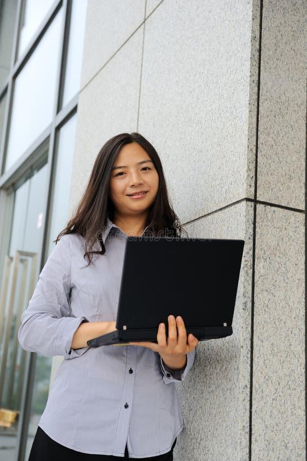 亚裔美丽的女实业家 免版税库存图片