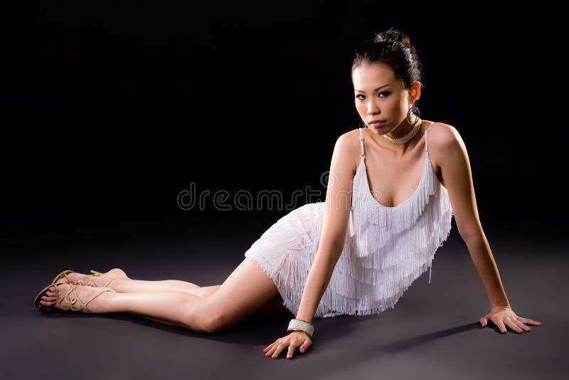 亚裔美丽的微笑妇女 免版税库存照片