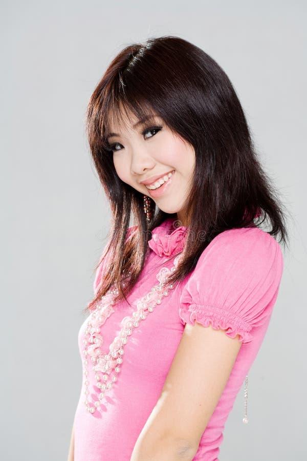 亚裔羞怯的微笑甜点妇女 免版税图库摄影