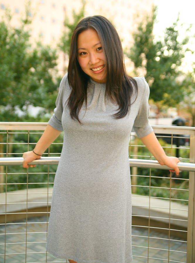 亚裔表达式女孩愉快的相当年轻人 图库摄影