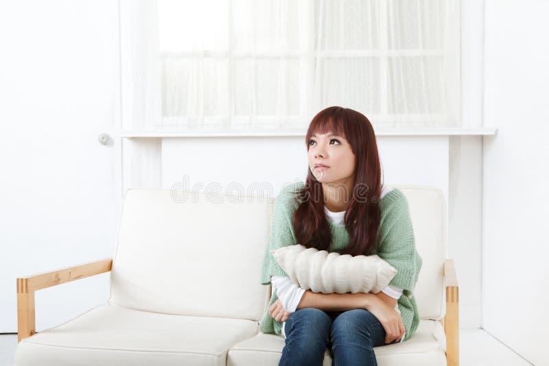 亚裔逗人喜爱的妇女 免版税库存图片