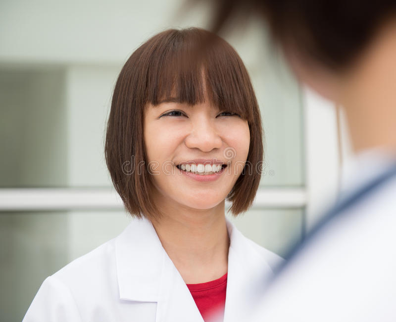 亚裔医生 库存照片