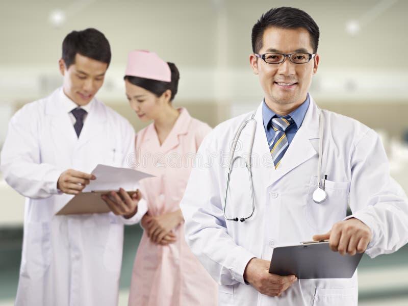 亚裔医疗专家 库存照片
