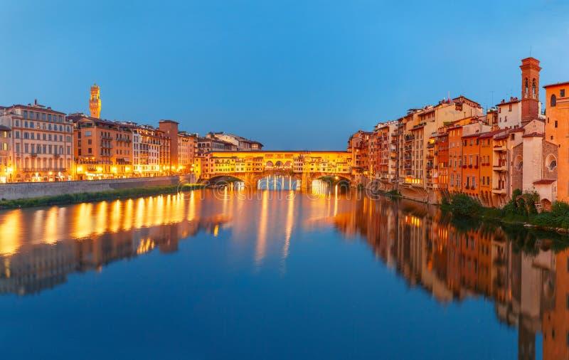 亚诺河和Ponte Vecchio在晚上,佛罗伦萨,意大利 图库摄影