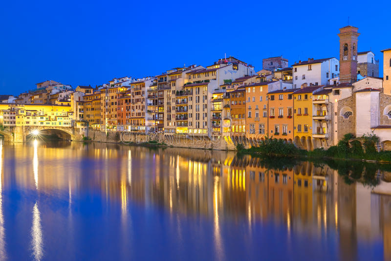 亚诺河和Ponte Vecchio在晚上,佛罗伦萨,意大利 库存图片