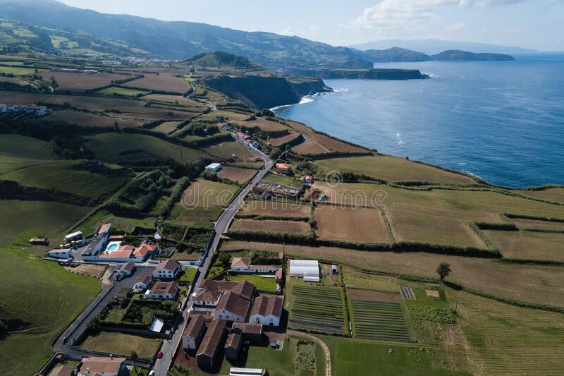 亚速尔圣米格尔岛玛亚市建筑的鸟瞰 免版税图库摄影