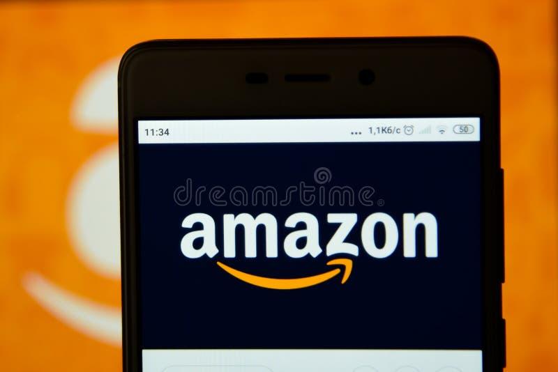 亚马逊商标在智能手机看 图库摄影