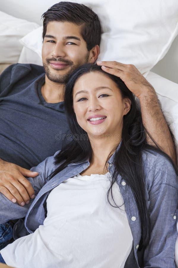 亚洲中国人妇女夫妇 免版税库存照片