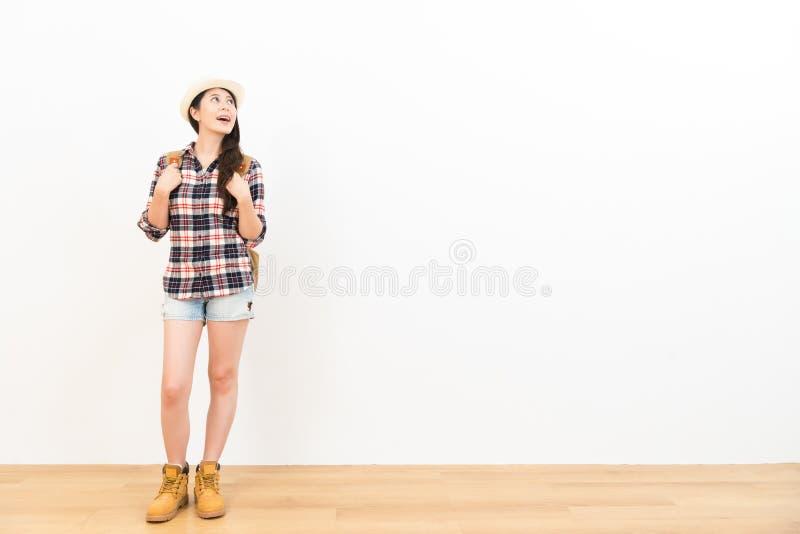 亚洲中国妇女旅行愉快天作梦 免版税图库摄影