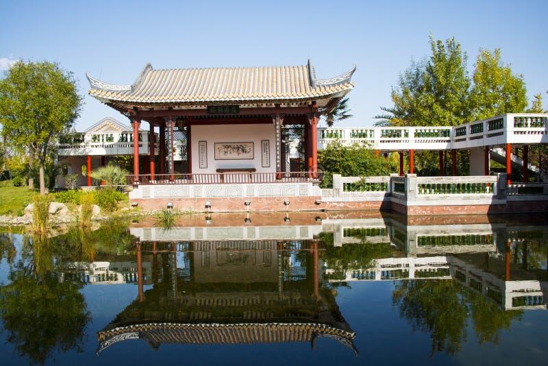 亚洲中国,北京、庭院商展,景观、亭子、大阳台和开放大厅 库存照片