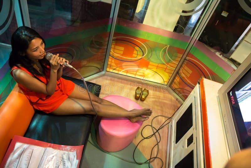 亚洲卡拉OK演唱 库存照片