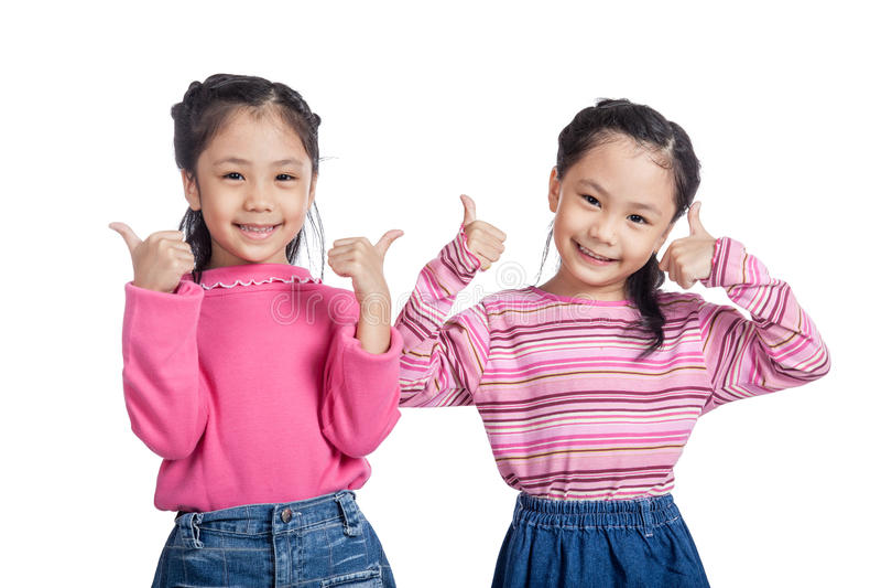 亚洲双姐妹展示赞许 免版税图库摄影