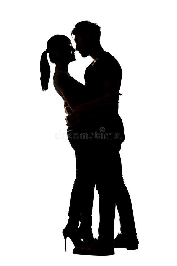 亚洲夫妇拥抱剪影  免版税图库摄影