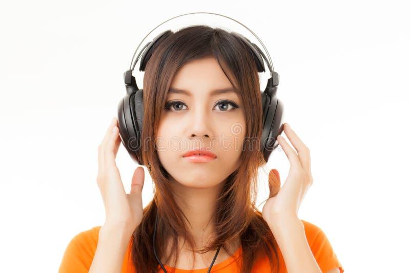 亚洲妇女和耳机 免版税图库摄影