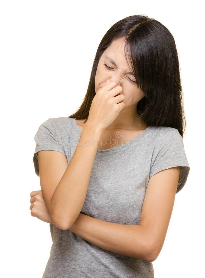 亚洲妇女鼻子过敏 免版税库存照片
