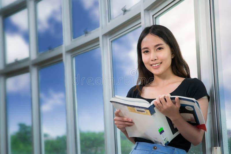 日本学生亚洲色�_download 亚洲学生 库存照片.
