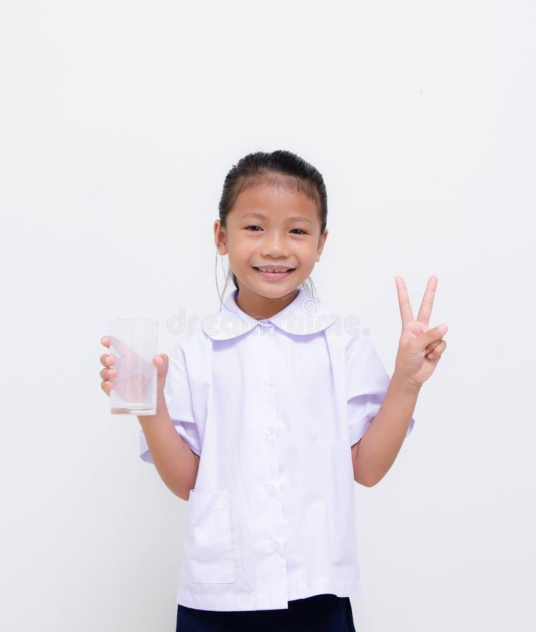 亚洲孩子-泰国学生吃在白色背景的牛奶 库存图片