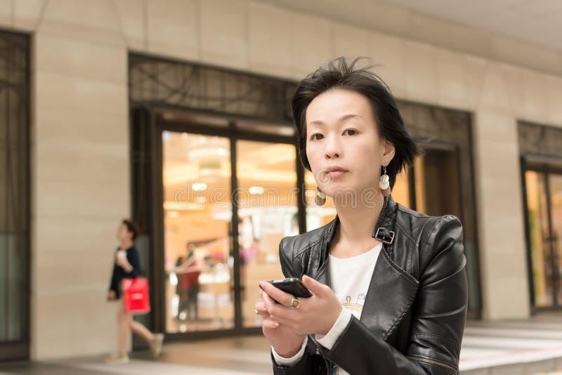 亚裔成熟妇女 免版税图库摄影