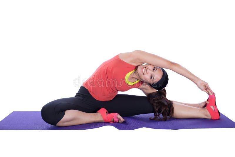 亚洲执行的女子瑜伽 库存照片
