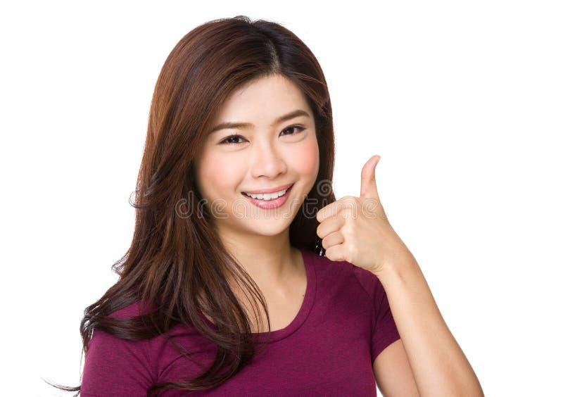 亚洲显示赞许白人妇女年轻人的背景美丽的查出的纵向 免版税图库摄影