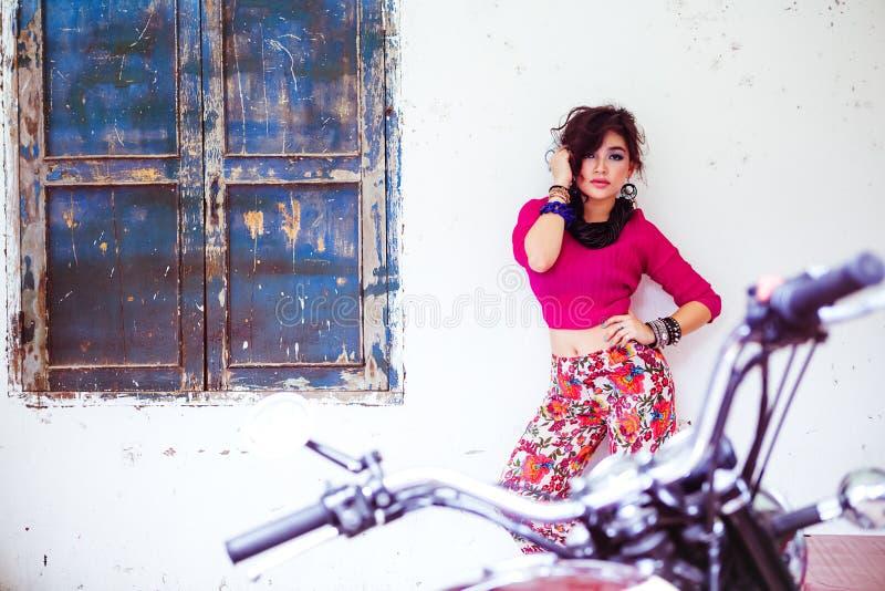 亚洲有吸引力的女孩年轻人 免版税库存图片