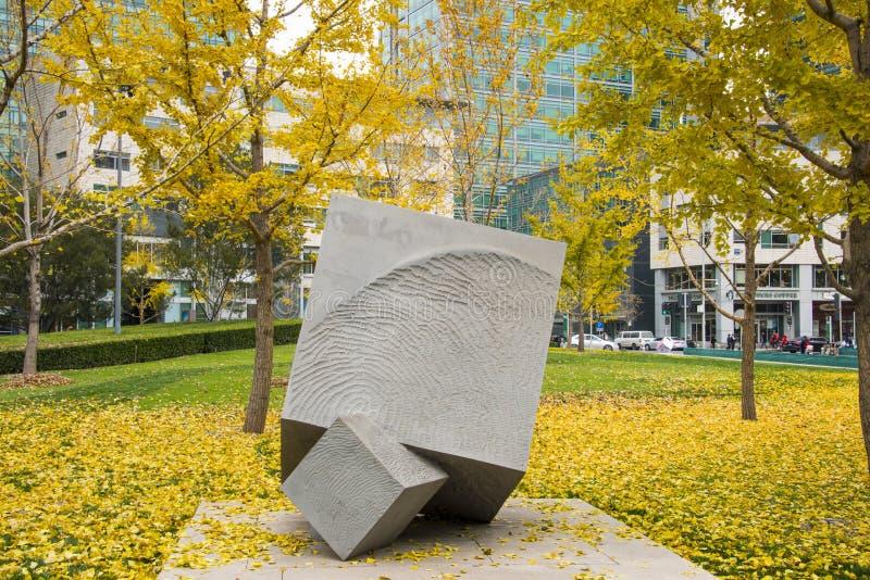 亚洲汉语,北京,财政街道,风景雕塑,银杏树树 库存照片