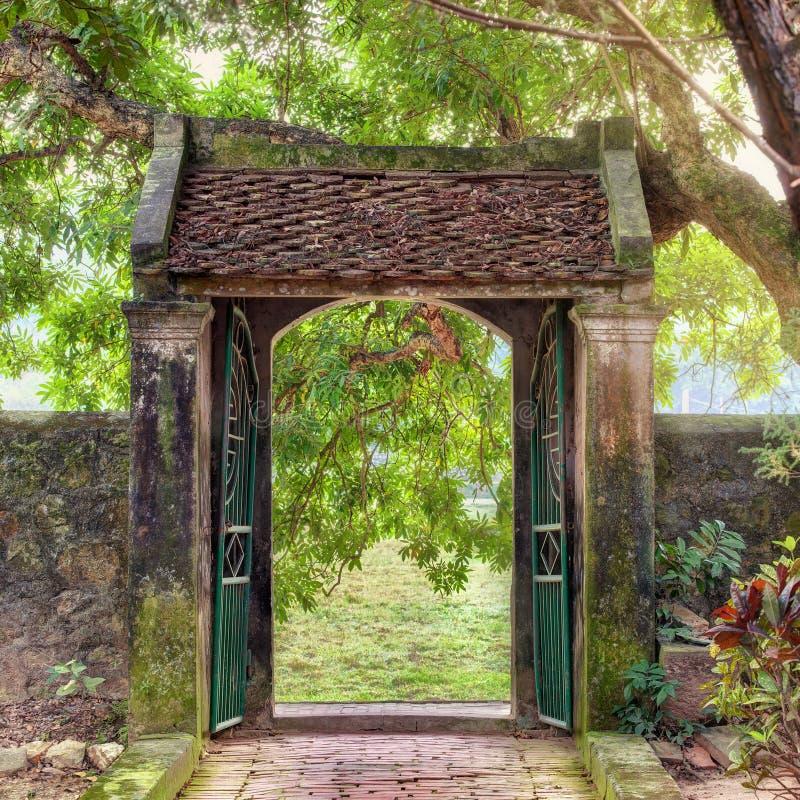亚洲热带庭院, Ninh Binh,越南 免版税库存照片